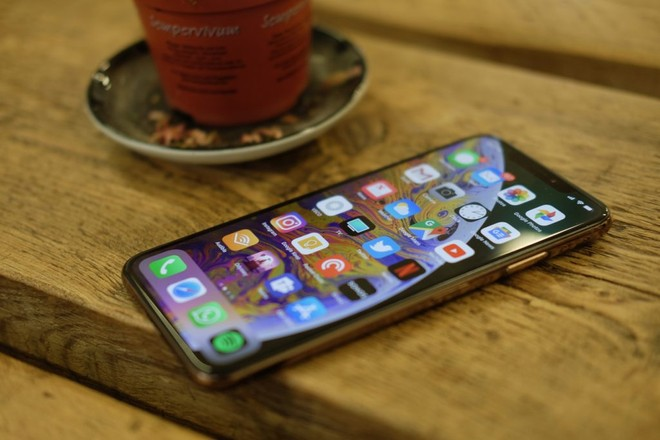 premium selection 4c5fa fed28 iPhone XS and XS Max battery life is lower than iPhone X ...